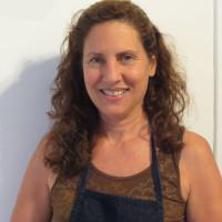Laura Bohn headshot